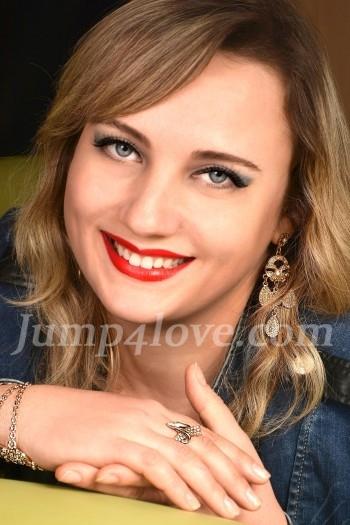 Ukrainian girl Victoriya,37 years old with blue eyes and light brown hair. Victoriya