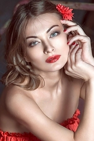 Ukrainian girl Zhanna ,33 years old with green eyes and blonde hair.