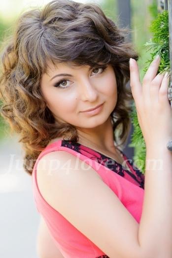 Ukrainian girl Svetlana,29 years old with hazel eyes and light brown hair. Svetlana